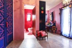 Habitación con baño en suite mosaico hidráulico