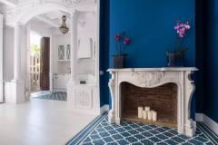 Salón casa señorial con alfombra de suelo hidráulico