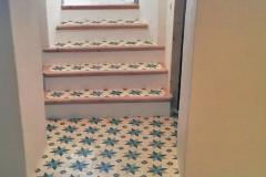 Escalera decorada con baldosas hidráulicas